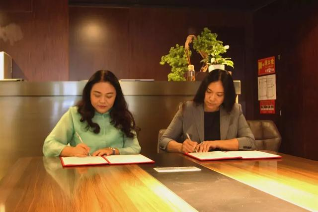 2019.6.4 DSC走向海外!美林教育與久久國際集團簽署戰略合作協議
